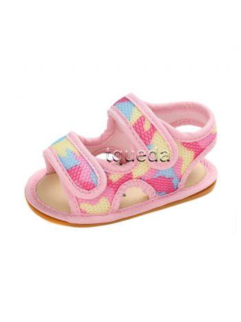 Sandalias para bebés modelo camuflado rosado