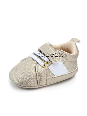 Zapatillas para bebe color dorado